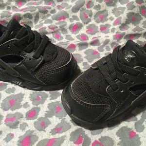 Nike huaraches size 4 (preschool)
